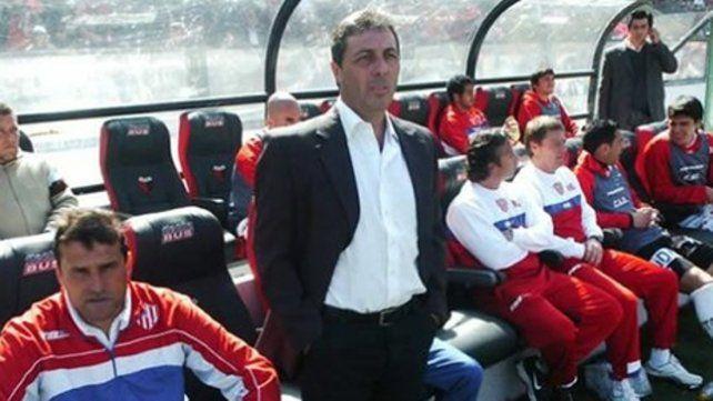 En el banco tatengue. Frank se inició en el equipo santafesino como técnico de primera división.