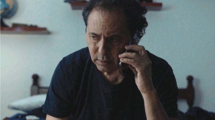En la búsqueda. Un prestigioso abogado recibe un llamado que le avisa que su hijo está secuestrado y deberá seguir pistas para poder encontrarlo.
