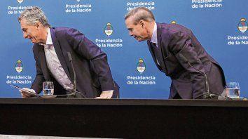 Se van. Macri y Pichetto se retiran del salón de la Casa de Gobierno tras la conferencia de prensa.