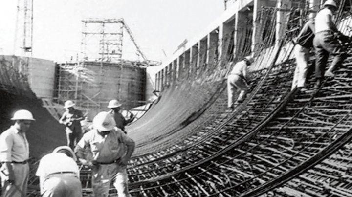 Histórica imagen. Los obreros trabajando en la construcción del túnel.