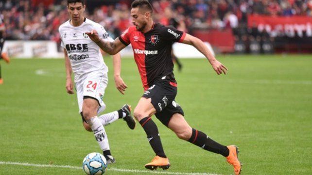 Encara para otro lado. El delantero de 26 años jugó entre los once frente a Central Córdoba de Santiago del Estero. Fue el último partido en su segundo ciclo en la lepra.