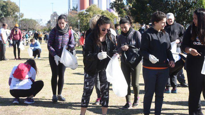 Ecologistas alertan en el Concejo por los residuos en el Paraná