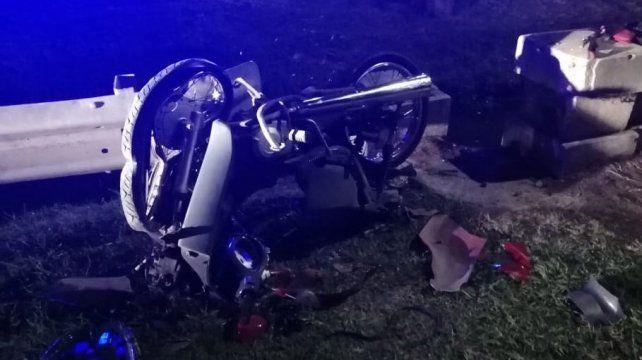 La moto que era conducida por la víctima.