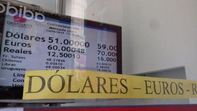 El dólar subió dos pesos en Rosario y la city espera que hoy se estabilice