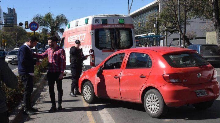 Dos autos volcaron en sendos siniestros viales