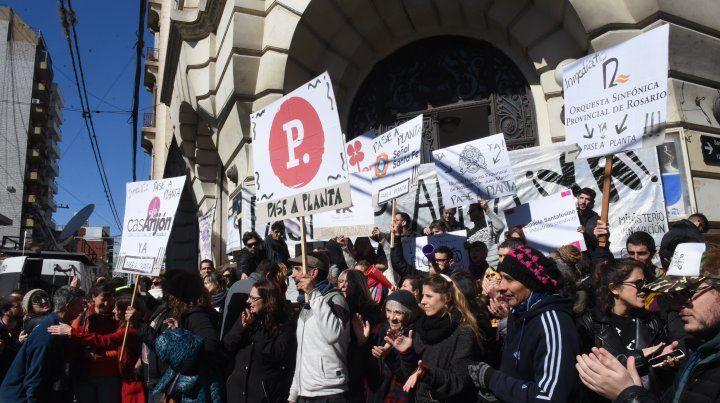 Protesta de trabajadores del Ministerio de Innovación y Cultura frente a Plataforma Lavardén.