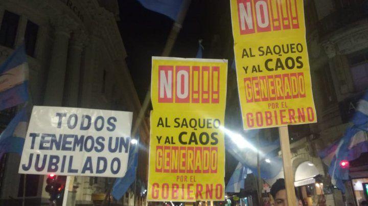 Los mercantiles se manifestaron en pleno centro contra el gobierno y la devaluación
