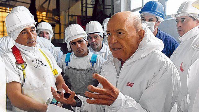 El empresario recorrió las instalaciones de Lamadrid al 300 y habló con los trabajadores.