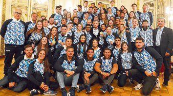 Para la foto. Atletas argentinos que compitieron en Lima fueron recibidos por el presidente Macri en Casa de Gobierno.