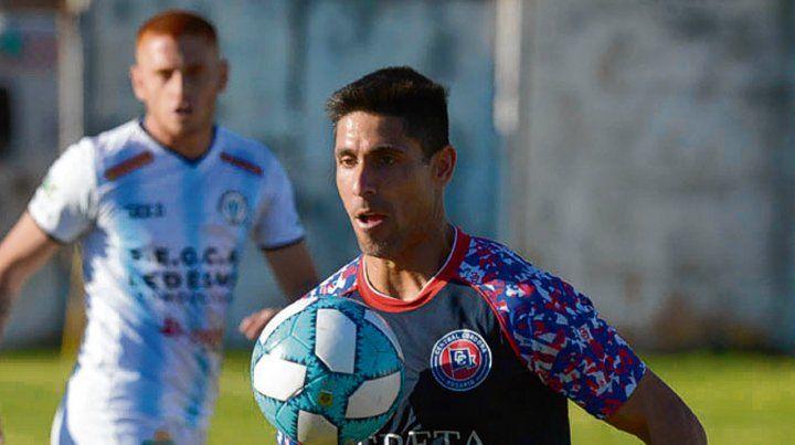 Esperan sus goles. El veterano Yassogna comparte dupla de ataque con Cereseto.
