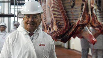 Apuesta al futuro. Alfredo Coto durante la visita que hizo ayer a la planta.