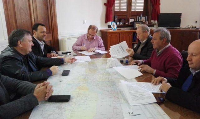 Saglione fue uno de los interlocutores en la reunión con los jefes comunales.