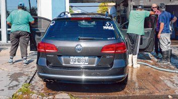 Los lavaderos en los que se colocaron medidores de agua están instalados sobre Pellegrini, entre Avellaneda y Paraná.