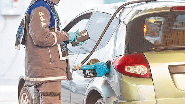 Incertidumbre. El gobierno postergó la resolución sobre un congelamiento del precio de la nafta.