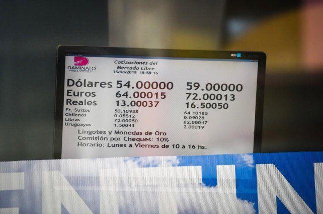 El dólar cerró a 59 pesos para la venta en Rosario