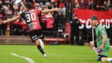 Primer festejo. Lucas debutó de la mejor manera y con un gol que aseguró la victoria.
