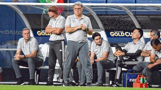 Con éxito. El entrenador rosarino llegó en enero al Tri y lo sacó campeón de la Copa de Oro de la Concacaf.