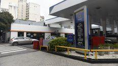 Estaciones. Macri decretó el congelamiento del precio de la nafta. Rebelión de las petroleras.