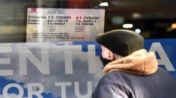 Pizarra. La divisa norteamericana ayer cerró a $59 en Rosario.