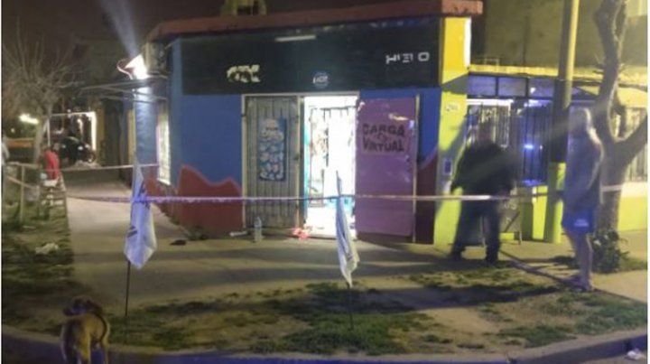 El negocio asaltado anoche en Fray Luis Beltrán.