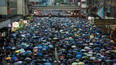 Río humano. Los hongkoneses volvieron a salir en masa a las calles y de forma pacífica. China no sabe cómo responder al movimiento.