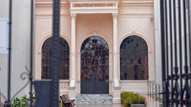 La tradicional fachada. La refacción puso en valor el edificio. Hubo un acto con la participación del gobernador Lifschitz y la intendenta Fein.