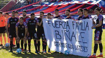 Mensaje charrúa. El plantel de Central Córdoba también dijo presente.