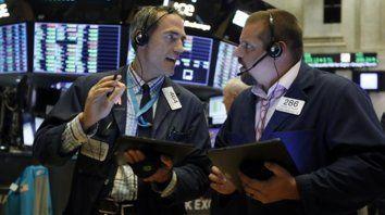 agitado. El mercado de bonos y acciones locales se movió al ritmo de la incertidumbre económica.