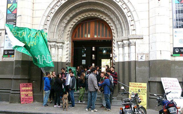 Universitarios reclaman boleto educativo gratuito
