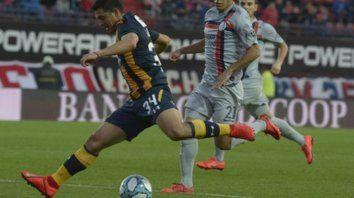 Maxi en acción. Lovera armó la jugada del primer gol ante San Lorenzo. El pibe le tiene fe al equipo.