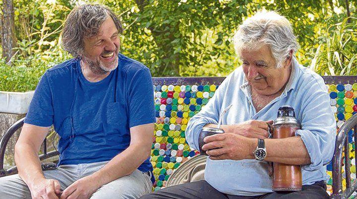 Mate en mano. Kusturica entrevistó al ex presidente uruguayo en su chacra