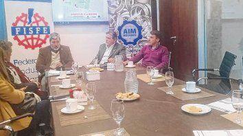 Acto. Claudio Mossuz (Fisfe), Roberto Lenzi (AIM) y Román Guajardo (Unirr), presentaron el Día de la Industria.