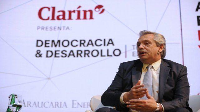 Alberto Fernández participó ayer de un seminario organizado por el Grupo Clarín.