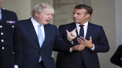 Debate. Johnson y Macron discuten abiertamente en las puertas del Palacio del Elíseo, en París.