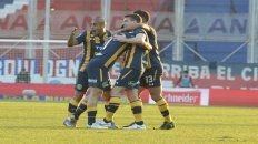 Festejo. Zabala, Rius, Riaño y Brítez celebran uno de los goles ante San Lorenzo.