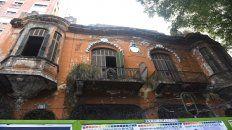 Una vieja y emblemática construcción destruida, donde funcionó el boliche Elefante Blanco.