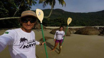 Siempre juntos. Juan Pablo y Carolina, en una de las bellas playas de Ilha Grande.