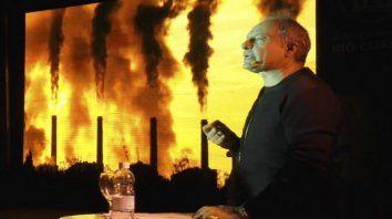Frente al fuego. El especialista en ecología habló sobre las consecuencias de la deforestación.