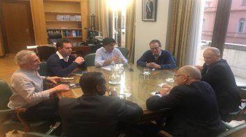 En Hacienda. Lacunza, su equipo y funcionarios del FMI.