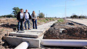 Recorrida. Raimundo visitó la obra con los concejales Oggero y Soria.