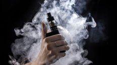 Los cigarrillos electrónicos calientan una solución líquida que en general contiene nicotina.