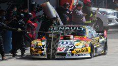 El Torino de Ardusso, en zona de boxes, para entrenar la recarga de combustible que se dará en carrera.