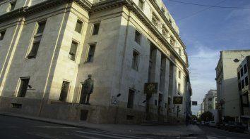 Política. La defensa de un banco público es respaldar a la economía regional.