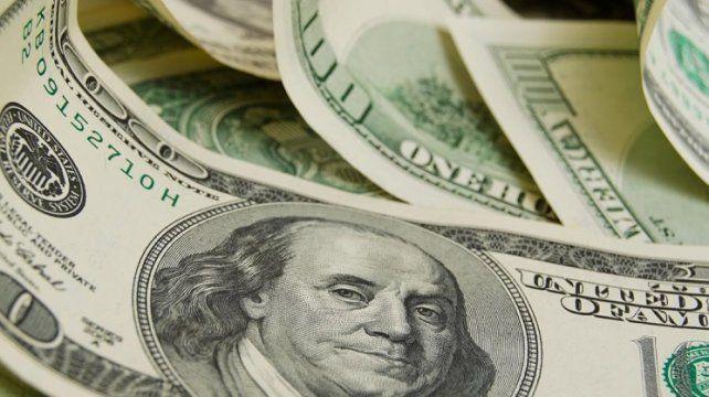 El dólar volvió a bajar y cerró por encima de los 58 pesos en Rosario