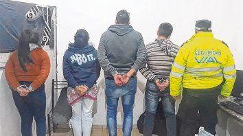 Sábado. Dos hombres y dos mujeres fueron detenidos con los aparatos en la estación de peaje de Carcarañá.