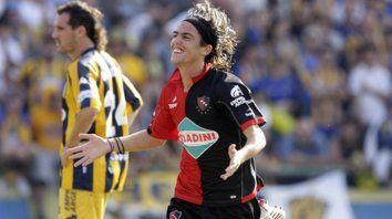 Gol en el Gigante. El volante celebra la conquista ante Central en el Clausura 2009.