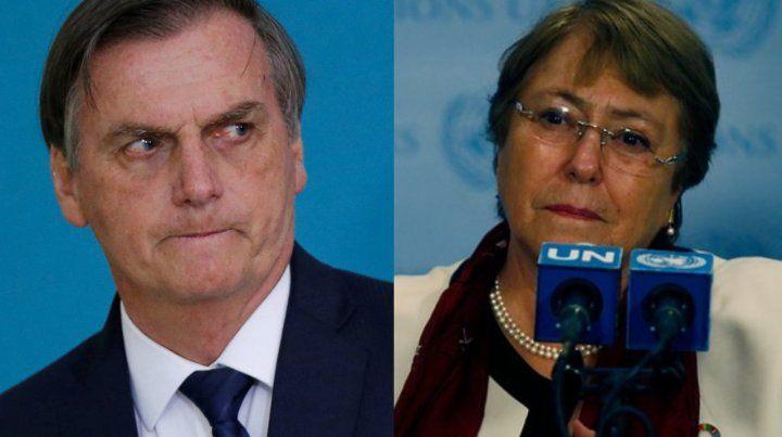 Dos visiones. Jair Bolsonaro habla con la prensa en Brasilia. Michele Bachelet en recorrida por Latinoamérica.