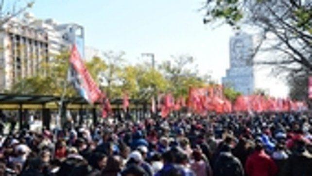 Los movimientos sociales marcharon para pedir refuerzos en comedores