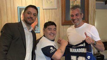 Morla, Maradona y el presidente de Gimnasia, Gabriel Pellegrino.