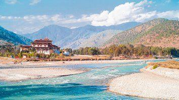 Pintoresca y bulliciosa. Timbu, la capital butanesa, alberga aproximadamente a 100.000 habitantes, incluida la familia real.